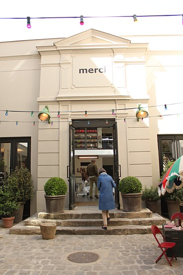 Merci entrance